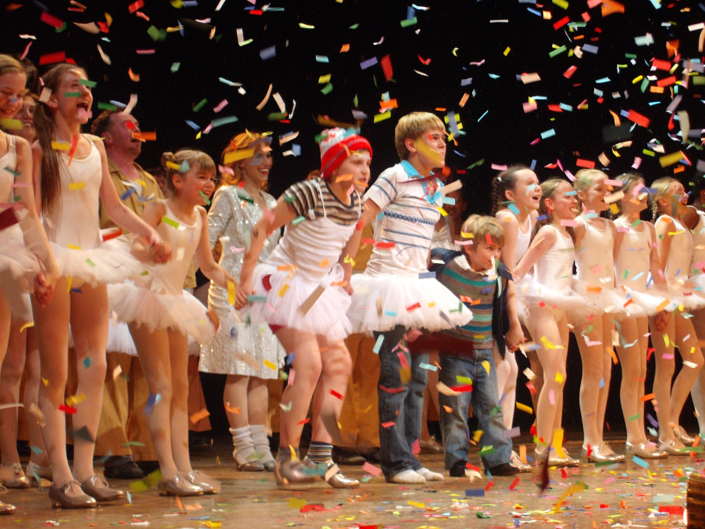 Eliot's final curtain call as Small Boy in Billy Elliot. 26-09-2009. Picture by bubsycm.