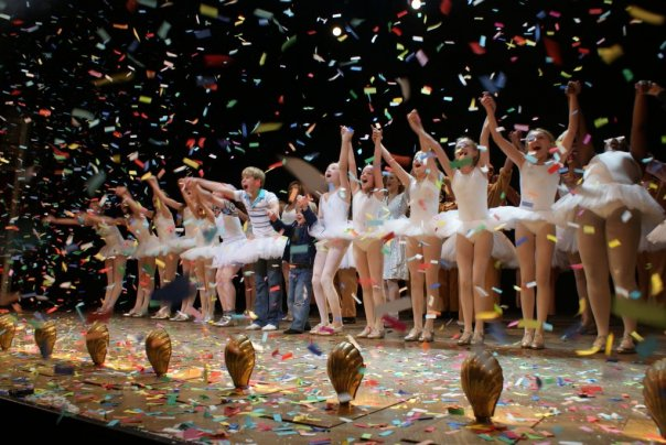 Eliot\'s final curtain call as Small Boy in Billy Elliot. 26-09-2009. Picture by shadowchaser.